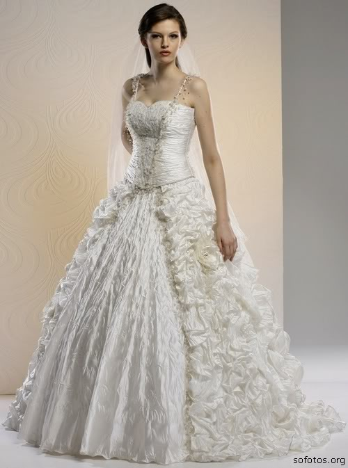 Vestido de noiva com babado