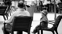 Boy in hat at Place Garibaldi in Nice, France1/5 2013. (photoola) Tags: street boy france girl barn nice frankreich child bambini kinder nios nia kind nio garibaldi francia fille mdchen ragazza  frankrike dziecko bambino flicka lapset  lapsi dziewczyna    tytt francja pojke ranska  dziecki photoola
