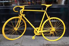 Portobello Road (Landahlauts) Tags: inglaterra england london bike bicycle chelsea unitedkingdom bicicleta mercado cycle londres bici portobello kensington nottinghill array reinounido portobelloroad portobellomarket portobelloroadmarket