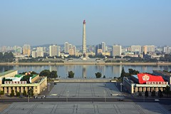 Kim Il Sung Square and Juche Tower (dabananabunch) Tags: house tower skyline river square nikon kim propaganda platz north gimp grand korea du il peoples study korean turm vr nord afs dx pyongyang core sung koreanisch dprk juche f3556g nordkorea  taedong  18105mm   pjngjang d5200