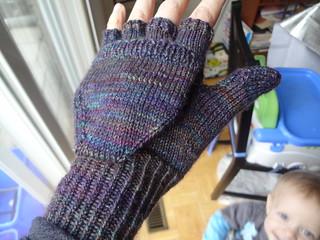 Free Knitting Patterns Tipless Gloves : Ravelry: Podster Gloves pattern by Glenna C.