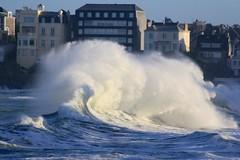 IMG_4147 mare du 2 fevrier 2014 (gerardstmalo) Tags: big waves tide vague saintmalo wawes mare grandesmares