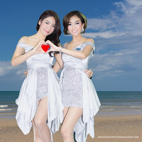 two beautiful thai models and a heart with the Hua Hin beach on the background. The picture was taken in a car show , and I changed the background in Photoshop with a picture I had from a Thai resort. Sony A7r and a Zeiss lens FE55mmF1.8. #SonyA7r #Zeiss