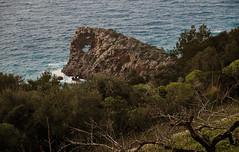 Sa Foradada Deià (Joan Amigó) Tags: mar deià deia mallorca balears baleares illesbalears islasbaleares mediterrània mediterrani mediterráneo rocas airelibre roques airelliure natura naturaleza