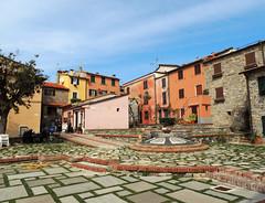 Montemarcello - 1 (anto_gal) Tags: liguria laspezia 2017 ameglia montemarcello paese piazza
