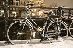 Fresh snow fallen on a Dutch bike (B℮n) Tags: amsterdam brouwersgracht snow covered bikes bycicles holland netherlands canals winter cold wester church jordaan street anne frank house dutch people scooter gezellig cafés snowy snowfall atmosphere colorful windows walk walking bike cozy boat light rembrandt water canal weather cool sunset celcius mokum pakhuis grachtengordel unesco world heritage sled bycicle 1°c sun shadows sneeuw brug slippery glad night flakes evening handheld seat bankje fairytale mist prinsengracht lekkeresluis noordermarkt papeneiland café tpapeneiland fiets