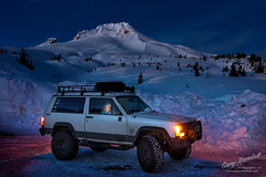 Staying Warm in The Jeep (Gary Randall) Tags: gar42092 oregon jeep mthood mounthood night nightphotography snow