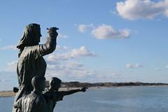 Sailor's wife (Agathé (Sonia)) Tags: statua statue mare maredinverno sea wintersea porto harbour nikon nikond3100 tamron tamron2875 nuvole clouds sky cielo