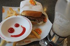 manhattan at night 073 (fos-ter) Tags: smile ketchup quality burger frenchfries fries hamburger johnnyrockets smileyface
