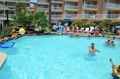 2013 rits sat pool party (50)