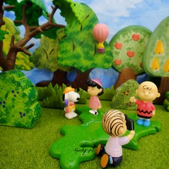 Sunday Morning 11 Aug .......in the Park (Kewty-pie) Tags: trees grass hotair balloon peanuts ostheimer snoopy charliebrown woodstock shrubs playmobil lucyvanpelt linusvanpelt enchantedcupboard