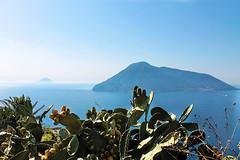 Isole Eolie, il paradiso terrestre________Eolie islands, an earthly paradise (MaOrI1563) Tags: eolie isole isoleeolie lipari salina alicudi filicudi panarea vulcano stromboli vulcani mare blu blue sea sicilia sicily mygearandme eolianislands maori1563 mediterraneo