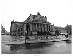 Das Konzerthaus Berlin im regen.. (Strange Artifact) Tags: street bw white black berlin lumix g olympus zwart wit weiss asph schwarz ep1 12514