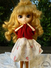 ~82~ (Merli-chan) Tags: blue red white cute green nature look rouge pull photography eyes kiss princess skirt vert yeux queen bleu curly pullip jupe curl reine blanc cardigan rosalind bottes princesse boucles végétation bisous bootlicker