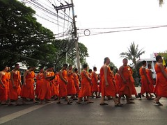 Thailand - Buddhist students in the parade (ashabot) Tags: street people orange thailand cities chiangmai streetscenes