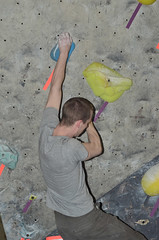 NYR_2627 (WK photography) Tags: chalk guelph climbing bouldering grotto rockclimbing chalkbag rockshoes bouldernight guelphgrotto