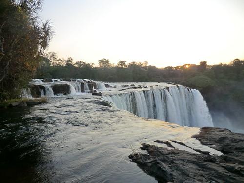 Zambia. Catarata Lumangwe. La caída del agua, al atardecer