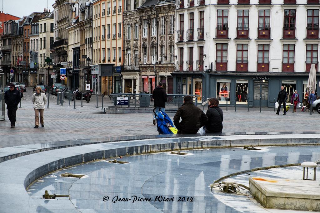 1627604212d Au bord de la fontaine (jp wiart) Tags  street place grand lille fontaine