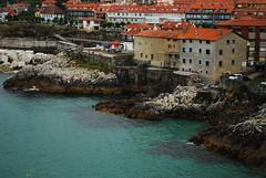 Lastre, Asturias. (Maria Jagger) Tags: blue houses sea españa water spain rocks foggy asturias casas rocas breakwater sanmartin foggyday rompeolas lastre doctormateo