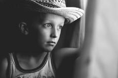 na janela. (Francine de Mattos) Tags: portrait retrato francinedemattos fotografeumaideia