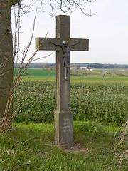 Drewer, Kruzifix (RainerV) Tags: deutschland kreuz stein nordrheinwestfalen 1404 281 wegkreuz anrchte effeln nikonp7100 rainerv free4osm