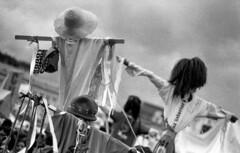 Look Up (matteoprez) Tags: slr blancoynegro analog 35mm blackwhite nikon colombia bogot streetphotography epson plazabolivar nikkor ilford singlelensreflex f4s iso1000 hp5400 nikonf4s anlogo autaut biancoenegro perfection4490 matteoprezioso fotografacallejera 50mm118daf pushed1000 matteopreziosofotografa matteopreziosophotography elprecious forzado1000