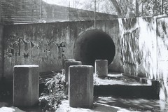 F1000022 (Wundernuss) Tags: abandoned north shore af illford 3200 sewer hexar