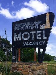 Derrick Motel - near Abilene, TX (Lon_Donner) Tags: vintagemotelsigns