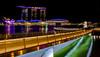 Jubilee Bridge (Oliver H16) Tags: singapur asien nikon d7000 wolken wasser city nachtaufnahme nightshot langzeitbelichtung night longexposure skyline chinatown downtown panorama singapurflyer marinabaysands helixbrücke gardensbythebay esplanade sunteccity singapurriver singapoure jubileebridge