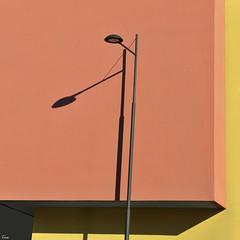 two (TeRo.A) Tags: hämeenlinna ostoskeskus shopingcenter auringonpaiste sunshine varjo shadow lightingcolumn valaisinpylväs seinä wall ocher yellow okra keltainen goodman