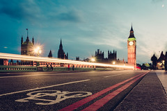 Evening on Westminster Bridge (Spiegelpixel) Tags: uk england london architecture night nacht architektur westminsterbridge palaceofwestminster elizabethtower x100s