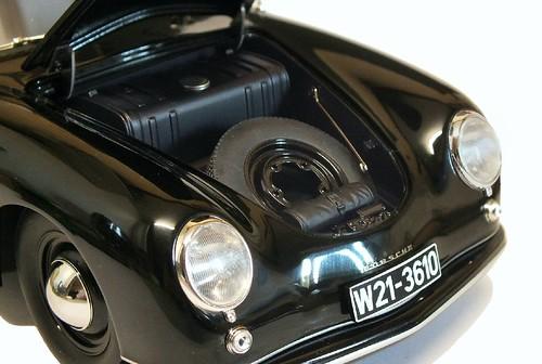 AutoArt Porsche 356 cofano ant.