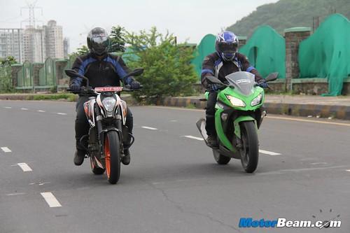 Ninja-300-vs-Duke-390-04