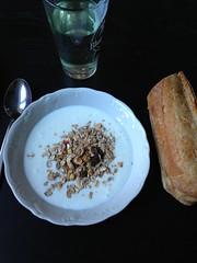 Frukost 25/9 (Atomeyes) Tags: fil mat baguette vatten citron ost frukost msli gurka surdegs