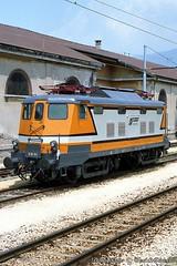 E610_Luino_26giugno1989 (treni_e_dintorni) Tags: luino ferrovia zge treni fnm ferrovienordmilano e610 e61004 trenidintorni treniedintorni