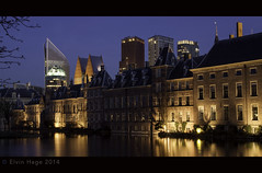 Hofvijver / The Hague (zilverbat.) Tags: nightphotography travel architecture town nightshot nacht centre thenetherlands denhaag tourist government bluehour centrum dagjeuit thehague hotspot hofvijver nachtfotografie nachtfoto hofstad nachtopname rutte zilverbat vision:text=0511 vision:outdoor=0768 vision:sky=0612 vision:dark=0839