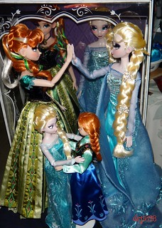 Anna and Elsa Celebrate Frozen Winning the Oscar for Best Animated Feature!