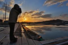 Shoot towards the Sun! (HDH.Lucas) Tags: sky people color nature clouds sunrise landscape lucas cannon hdr