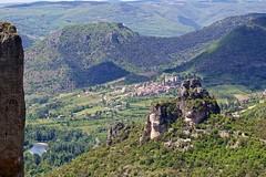 Rocher de Capluc et village de Mostuejouls (ijmd) Tags: france landscape paysage gorgesdelajonte peyreleau lerozier caussenoir