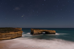 Make a Wish (R | J | W Photography) Tags: longexposure nightscape victoria greatoceanroad shootingstar gor londonarch visitvictoria rjwphoto
