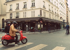 ESQUINA DE PARIS (dirceu1507) Tags: 扫街 streetphotography fotografiacallejera streetphoto nikon esquinas corners paris france frança imagesdefrance