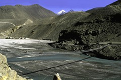 TREKKING ANNAPURNA.. (lupus alberto) Tags: nepal himalaya circuitoannapurna pontetibetano fiume