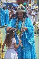 (wilphid) Tags: riovermelho salvador bahia brésil brasil mer rivage fête iemanja yemanja orixas candomblé religion afrobrésilien personnes musique rue le2févrierestlejourconsacréàiemanjayemanjaorixadéessedelamerdanslareligionafrobrésiliennecejourlàdesmilliersdepersonnesleplussouventvêtuesdeblancviennent danslequartierderiovermelho fairedesoffrandesàlareinedelamer