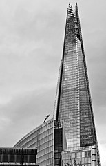The London Shard (Canon 500D & Samyang 35mm F1.4) (BW) (markdbaynham) Tags: city uk urban bw white black building london monochrome skyline skyscraper 35mm canon lens eos f14 capital structure gb metropolis tall dslr shard southwark 500d samyang apsc