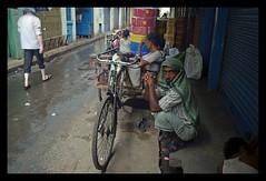 Rain shelter (sapnamakha) Tags: india citylife kolkata westbengal kolkataphoto nikond5100 sopnomakhaphoto sagarlahiriphoto