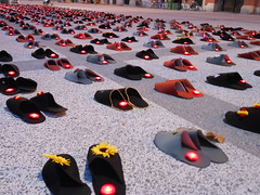 """Obeležje v spomin na posameznike, ki so v letu 2011 umrli zaradi samomora, v Ljubljani • <a style=""""font-size:0.8em;"""" href=""""http://www.flickr.com/photos/102235479@N03/10288451604/"""" target=""""_blank"""">View on Flickr</a>"""