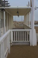 porticato sulla spiaggia - Senigallia (walterino1962) Tags: mare ombre luci riflessi spiaggia sabbia ancona faretto scogli ostra recinzione palidellaluce parapetto pavimentodilegno colonnediacciaio porticatodilegno pareteconfinestre lampadarisingoli