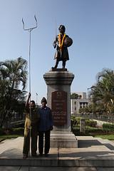 IMG_1485 (peevee@ds) Tags: park statue bangalore garland peevee kempegowda venkatesanperumal bbmp perumalvenkatesan corporationcircle