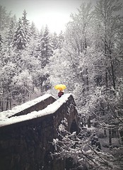 yellow umbrella (Luca Carini) Tags: snow winter valledaosta courmayeur landscape bridge