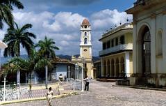 198803 Plaza Mayor / Kirche San Francisco de Asis (gerhard_hohm) Tags: kirche trinidad plazamayor kuba sanfranciscodeasis karibikinsel